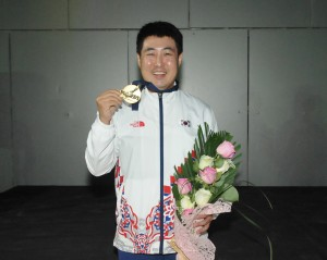 Masters gold medalist, Kang Hee Won of Korea